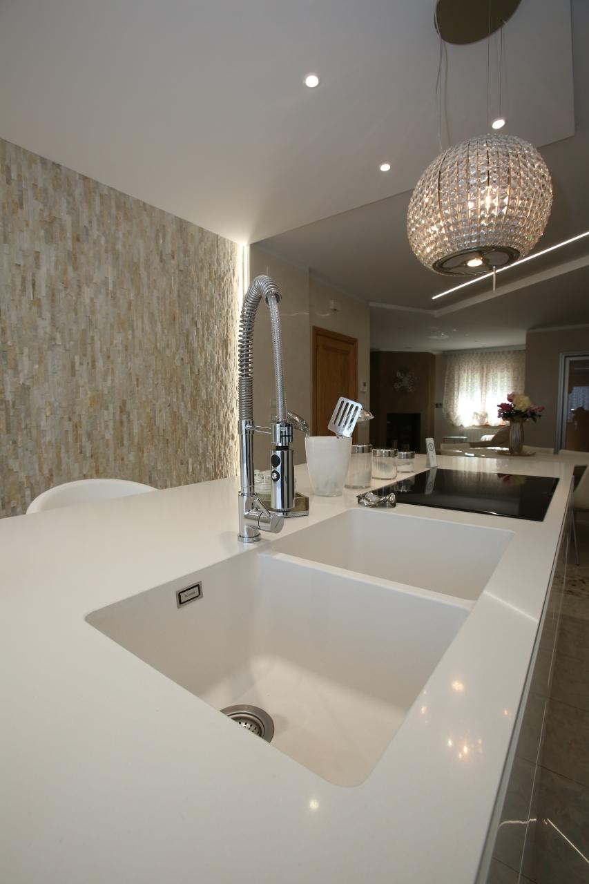 Cucina ad isola con lavello integrato - Neri Arredamenti ...